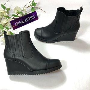 NWT Khombu Women's Wedge Boots | Size: 10